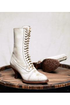Victorian Style Leather Boots in Nectar Lux