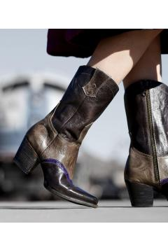 Cowgirl Leather Boots in Black Taupe