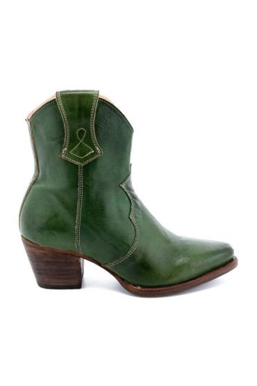Cowgirl Leather Ankle Boots in Rown Rustic