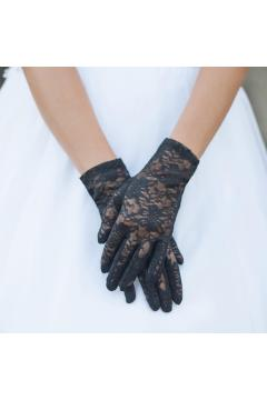 Graceful in Lace Lady Gloves in Black